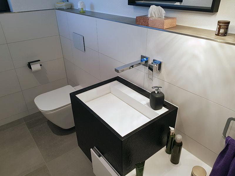 Modernes Gästebad mit Dusche