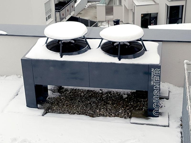 Ochsner Wärmepumpe auf einem Dach in Echterdingen